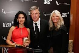 Alec Baldwin reads pregnancy guide with wife - Movie Balla | News Daily About Movie Balla | Scoop.it