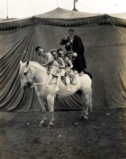 vintage everyday: Vintage Photos of Circus Performers from 1890s-1910s | Photographic Stories | Scoop.it