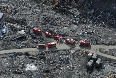 [Photo] Vue aérienne à Sukuiso - camions pompiers | Flickr - Photo Sharing! | Japon : séisme, tsunami & conséquences | Scoop.it