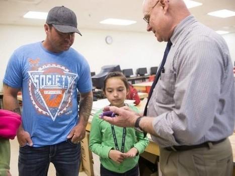 La impresión 3D de una mano protésica devuelve la movilidad a una niña | Formación, Aprendizaje, Redes Sociales y Gestión del Conocimiento en Ciencias de la Salud 2.0 | Scoop.it