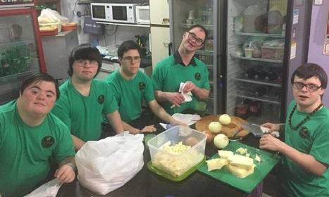 Jovens com síndrome de Down abrem empresa de pizzas a domicílio e fazem o maior sucesso | Edutenimento | Scoop.it