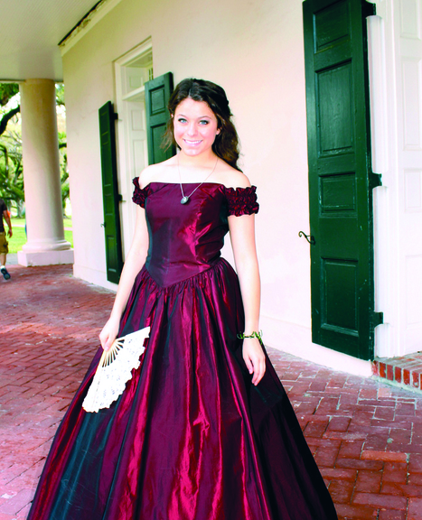 Lady in Red | Oak Alley Plantation: Things to see! | Scoop.it