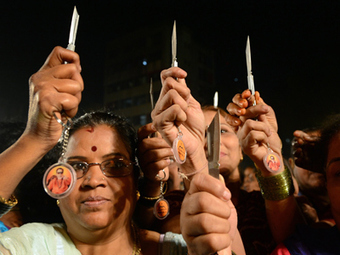 Chili powder and knives given to Mumbai women to fend off rapists — RT   Global politics   Scoop.it