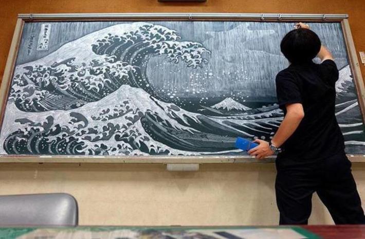 Ce professeur japonais recrée des chefs-d'œuvre sur son tableau noir | Ufunk | Kiosque du monde : Asie | Scoop.it