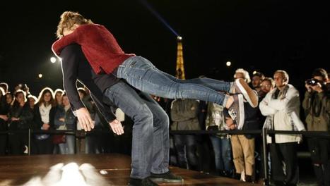France: la Nuit blanche 2016 a fait vibrer Paris au rythme de l'amour - France - RFI | art move | Scoop.it