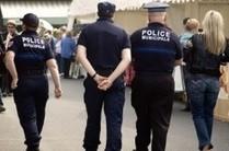 Davantage d'armes et de moyens d'action pour les policiers municiapux | Emploi public | Scoop.it