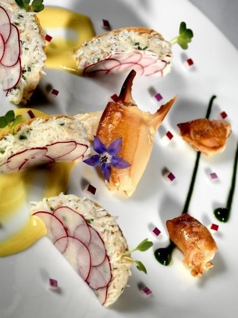 Photo du Tourteau en demi-ravioles de radis et tuiles de pain de mie... | Photographe culinaire - Hotellerie - Restauration | Scoop.it