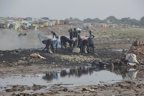 Africa Recycles and Creates Technology | Article | CCCB LAB | Peer2Politics | Scoop.it