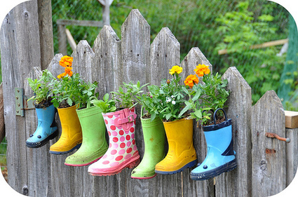 Gumboot planters on the garden gate | Upcycled Garden Style | Scoop.it