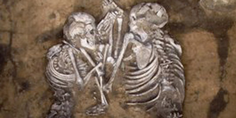 PHOTO: Skeletons Locked In Mysterious Embrace | Strange days indeed... | Scoop.it