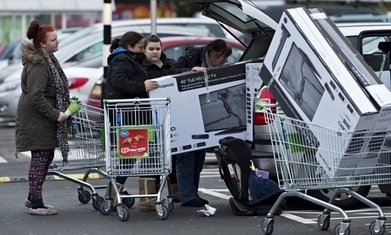 Black Friday fever: police deal with desperate shoppers | Teen Article Collection | Scoop.it