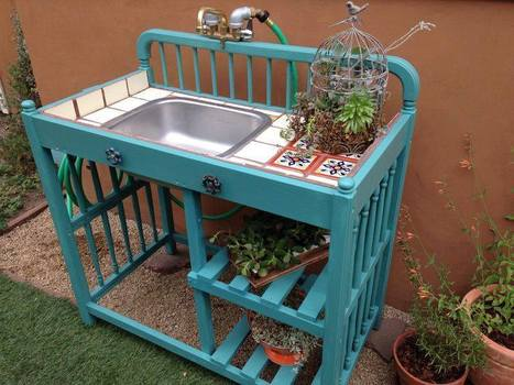 Send a changing table outside! | Upcycled Garden Style | Scoop.it