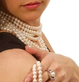 How to Buy a Pearl Necklace | Overstock.com | Buying Pearl Necklaces in Atlanta | Scoop.it