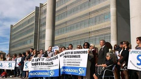 Los Procuradores de la Región protestan contra la Ley de Colegios ... - ABC.es | GARCIA-GALAN Abogado | Scoop.it