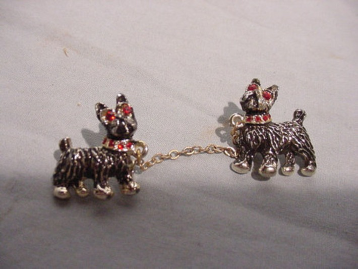 Adorable Mid-Century Scatter Pins 2 Dogs with Chain Scotties | Antiques & Vintage Collectibles | Scoop.it