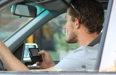 Don't Text and Drive—Especially If You're Old   Location Is Everywhere   Scoop.it