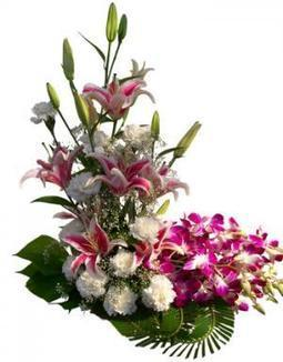 Send Gifts To Delhi - Birthday Gifts to Delhi, cakes to Delhi online | Online flowers, gifts, chocolates, and cakes delivery by flowreshop18.in | Scoop.it