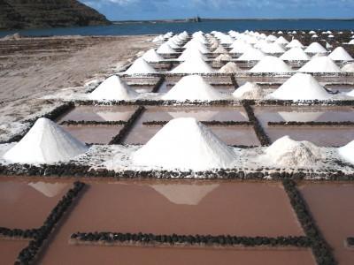 A travel around Salinas de Janubio-Los Hervideros-Charco de los Clicos   Leisure Lanzarote   The significance of salt   Scoop.it