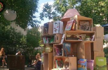 La Déambulle, Bibliothèque itinérante de rue - Que Faire à Paris? | ce que j'aime dans les bibliothèques | Scoop.it