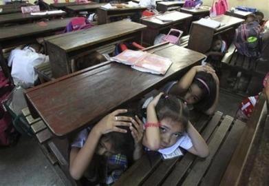 Rescuers search for missing after Philippine quake - AlertNet   Risques et Catastrophes naturelles dans le monde   Scoop.it