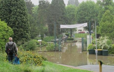 VIDÉO. Inondations : à la fac d'Orsay, report des examens et gros dégâts   Communauté Paris-Saclay   Scoop.it
