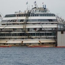 Costa Concordia Refloating: Step by Step in Photos : DNews   HFT3770 class scoop   Scoop.it