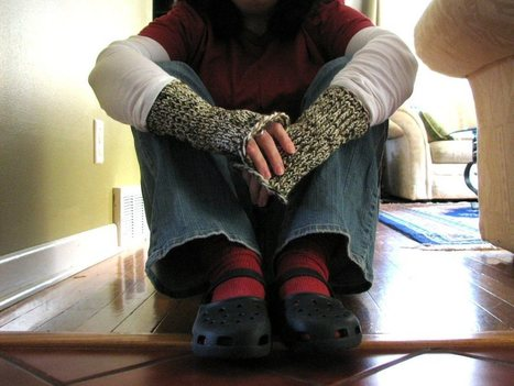 Loom-knitted fingerless mitts   bricolo   Scoop.it