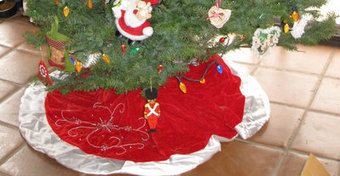 How to Create a Cat-Safe Christmas Tree | Cats Cat History | Scoop.it