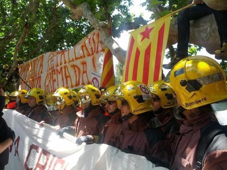 Les pompiers de Barcelone manifestent devant le parlement contre les coupes budgetaires !! 29 Mai | DRYPerpignan | Scoop.it