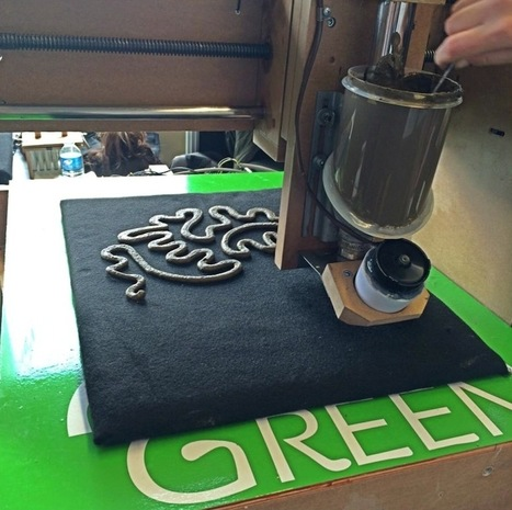 "Green 3D Printer Prints Living Designs From Organic ""Ink"" 