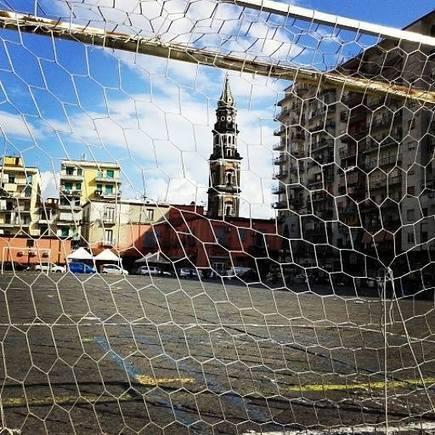 Napoli, Piazza Mercato: un campo di calcio a cielo aperto (Foto) | News & Magazine | Scoop.it