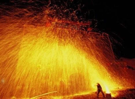 Men Shower Themselves with Molten Iron During  Fiery Chinese Celebration | Strange days indeed... | Scoop.it
