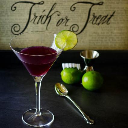 Vampire Delight Martini   Halloween Treats #HolidayFoodParty   Scoop.it