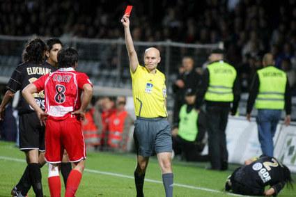 Ligue 1: Les arbitres s'inquiètent du comportement des joueurs envers eux | Etude | Scoop.it