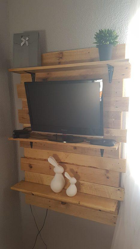 Bedroom Shelf from Two Pallets   1001 Pallets ideas !   Scoop.it