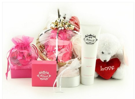 Best Online Gift Ideas for Girlfriend - Selection Tips | on line gift shop | Scoop.it