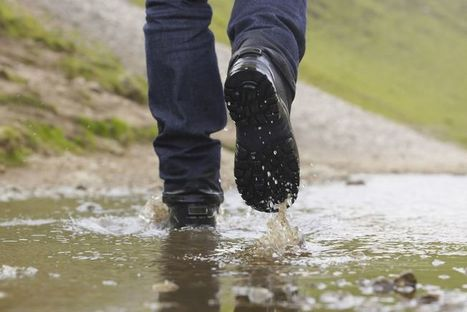 How to Walk in the Rain - It's Not All Wet | One Step at a Time | Scoop.it