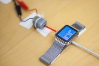Watch how this awesome dude got Windows 95 to work on an Apple Watch - to play solitaire | Raspberry Pi | Scoop.it
