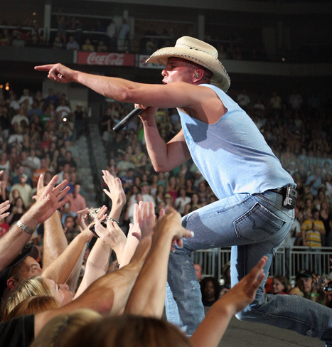 Kenny Chesney and Jason Aldean are coming to Levi's Stadium!   Lodging, Hotels & Travel   Scoop.it