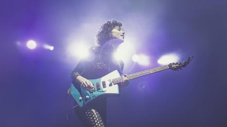 St. Vincent Designs New Guitar that Better Fits the Female Body | Nerdist | Teacher-Librarianship | Scoop.it