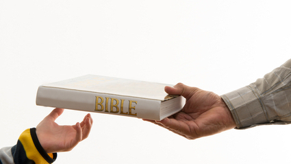 After Christians Distribute Bibles at Elementary Schools, Atheists Ask Permission to do the Same… and Get It | Atheism Today | Scoop.it