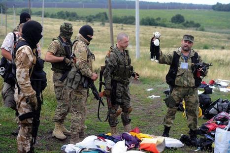 De misleiding van een foto: Sadisten die een knuffel als oorlogstrofee tonen, of toch niet? | Toekomst van de Journalistiek | Rwh_at | Scoop.it
