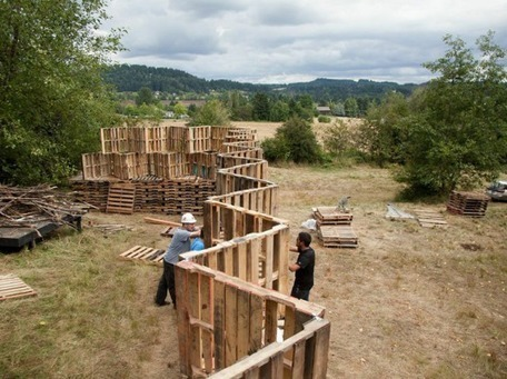 Portland architecture students build incredible outdoor stage from 520 recycled pallets | Sustainable Entertainment - #OneYoungWorld - #HavasSE | Scoop.it