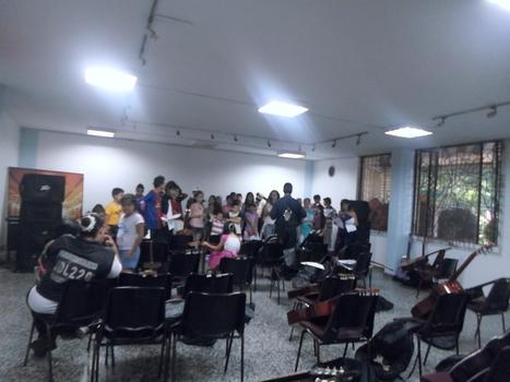 Niños y jovenes se preparan para el festival folcorico | entretenimiento | Scoop.it