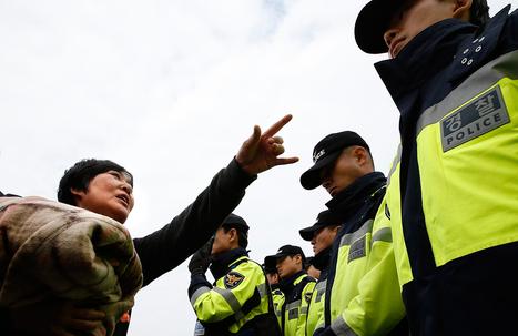 Mergulhadores recuperam corpos de ferry naufragado na Coreia do Sul | Ásia | Scoop.it