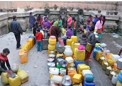 उपत्यकाभित्रै पानी थाप्न दिनहुँ छ घन्टा लाइन | Nepali Architecture & Urban Planning | Scoop.it