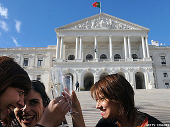 Portugal Approves Adoption Rights for Same-Sex Spouses | Daily Crew | Scoop.it