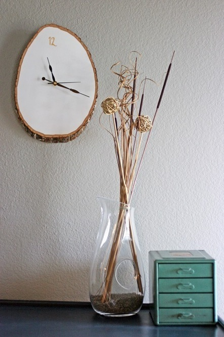 Orologio a muro da una fetta di legno