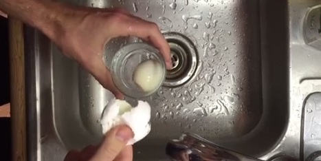 How to Quickly Peel a Boiled Egg in a Glass of Water [Video] | ahlifikircom | Scoop.it