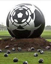 Mysterious Giant Foobtalls Appear on Hackney Marshes | Weird and Wonderful East London | Scoop.it